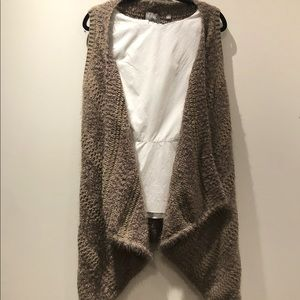 CYRUS / fuzzy taupe open front waterfall vest